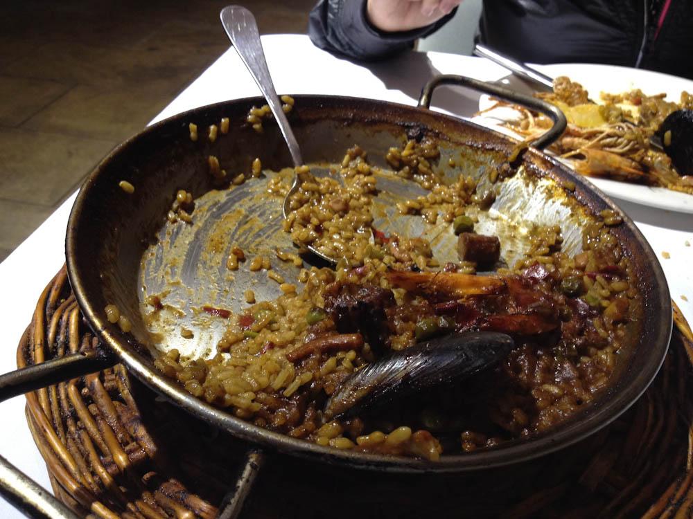 Paella at Les Quinze Nits