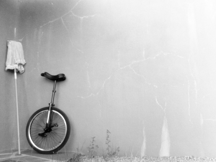 B&W unicycle (source: http://www.flickr.com/photos/jonlewisphotography/822303586/)