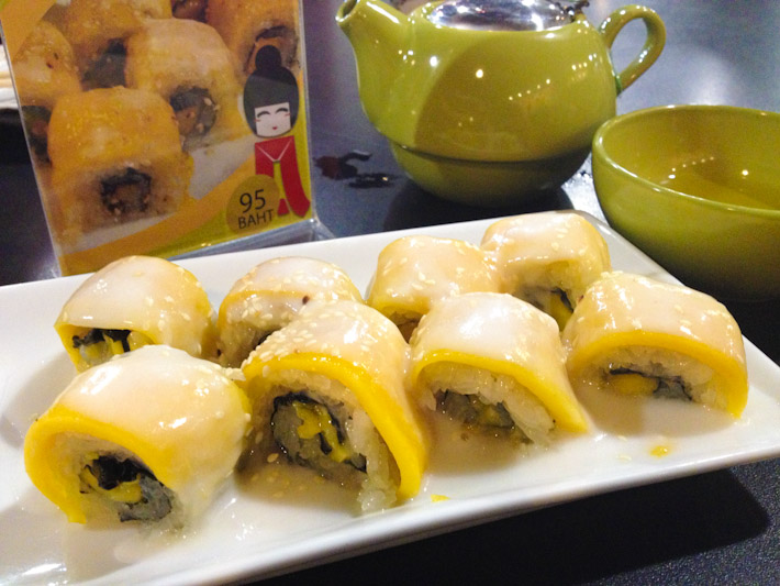 Mango and Sticky Rice Sushi: the popular Thai desert of slices mangoes served with sticky rice and coconut milk, served as a sushi roll with seaweed. Odd, very odd...