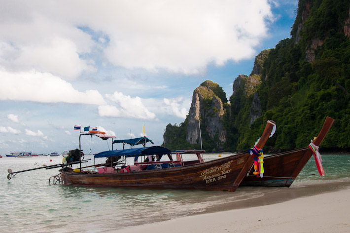 The infamous longtail boats used as water taxi and transportation for island hopping