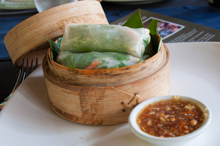 Fresh spring rolls: a healthier alternative than the fried ones, stuffed with grilled chicken, rice vermicelli, shredded carrots and a bunch of herbs. Dipped in sweet sauce with chunky peanuts.