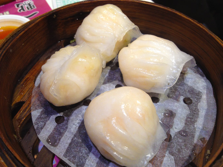 蝦餃: steamed dim sum with chopped prawns filling