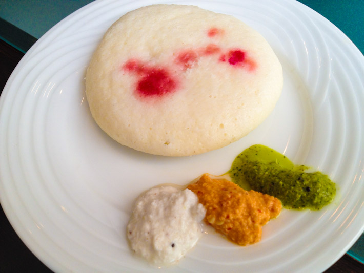 Another Tamil typical breakfast: idli, a savory cake made with fermented rice batter. Doesn't taste like much until you add chutneys, like mint, tomato and the ultra popular coconut.