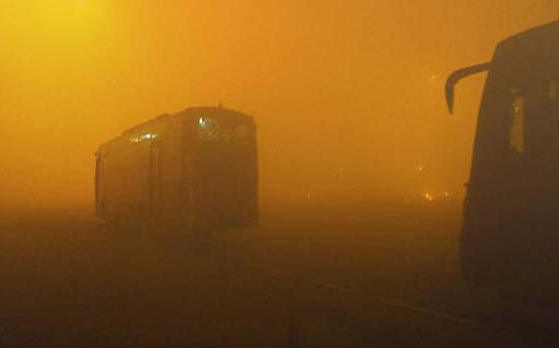 Smog on the night of Diwali in Delhi (photo via indiatvnews.com)