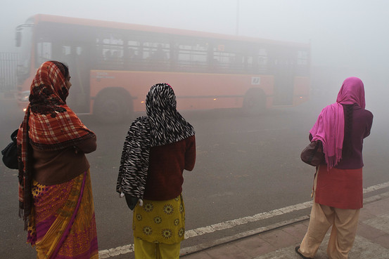 Ladies waiting for a bus in Delhi (photo via blogs.wsj.com)