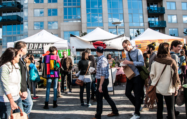 Crowds at Williamsburg's Sunday Flea Market