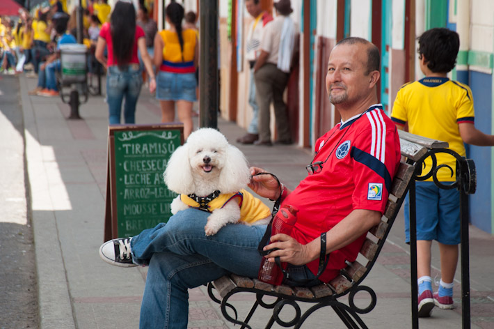 Colombian dogs like football too!