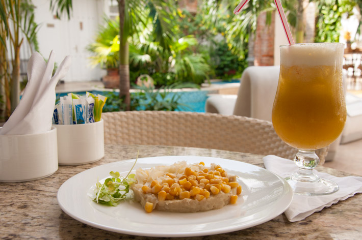 Cayeye: typical breakfast from the Caribbean coast of Colombia, consisting of mashed cooked plantains topped with cheese