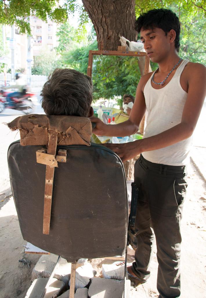 Street barber in Delhi