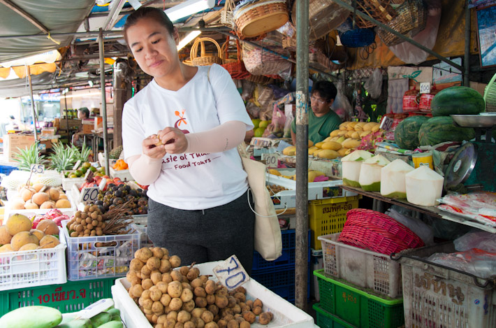 Benz shows us a variety of Thai fruits in season