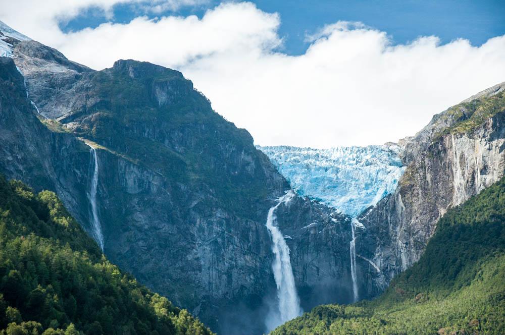 The hanging glacier, Ventisquero Colgante!