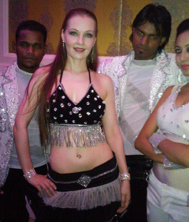 The Traveling Bellydancer with fellow dancers in India