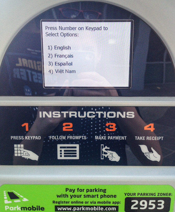 Paid parking machines in New Orleans' Canal Street, with Vietnamese as language option