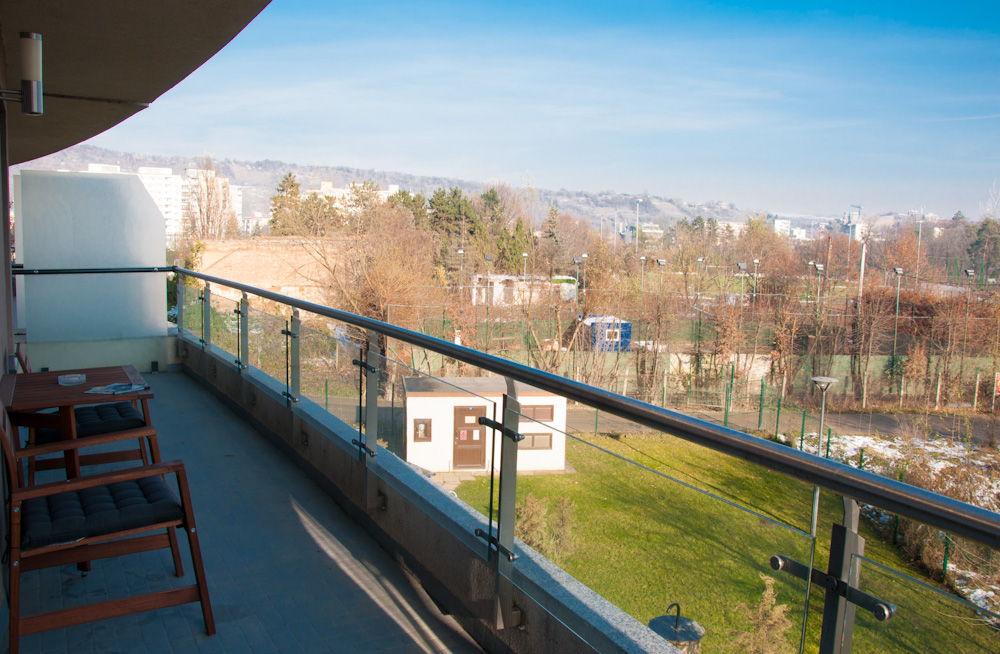 Balcony with a view towards Parcul Rozelor and the other side of the river