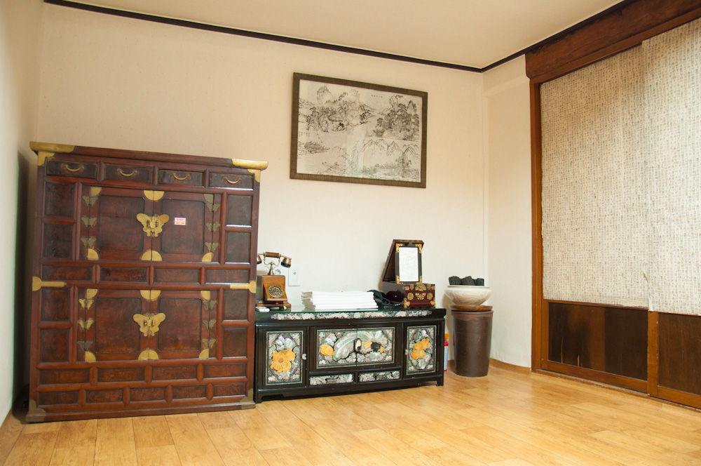 We stayed at the largest room in the guesthouse. This is the dressing area.