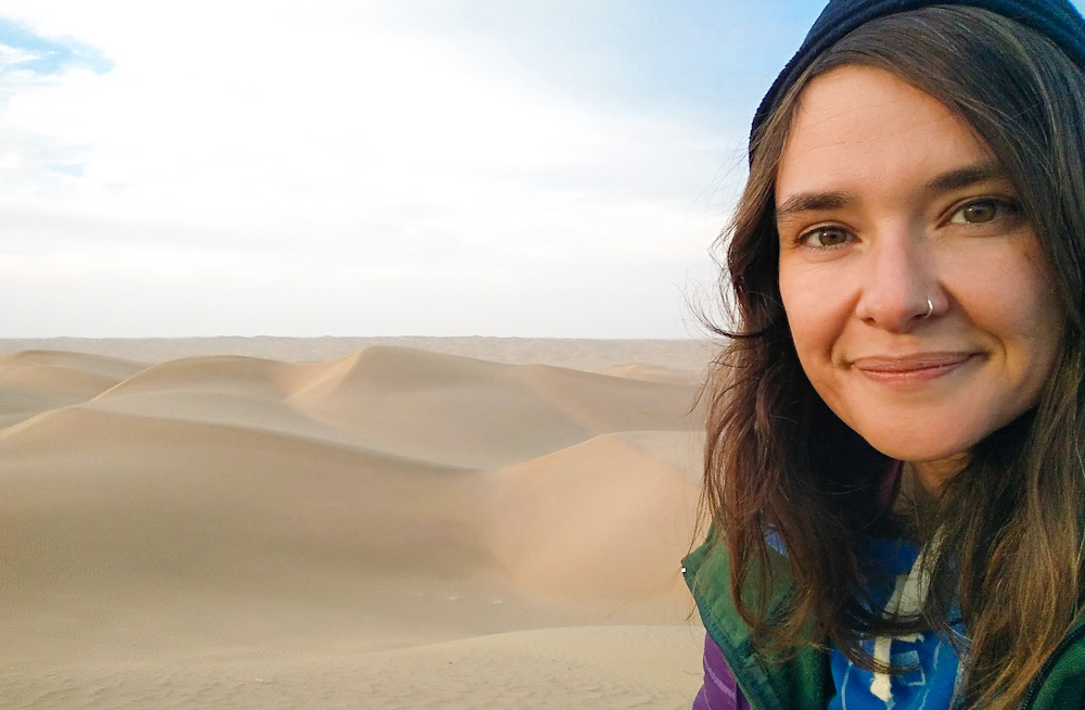 Anita and a sand dune desert that is the size of Germany. Ta Zhong, bang in the middle of the Taklamakan desert in northwest China.