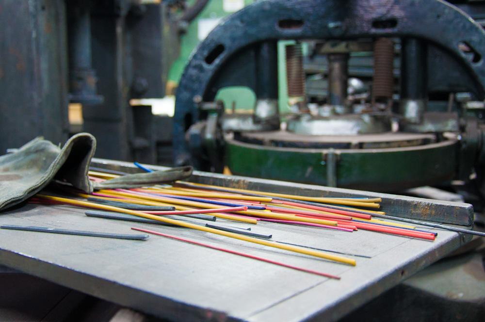Colored graphite for coloring pencils