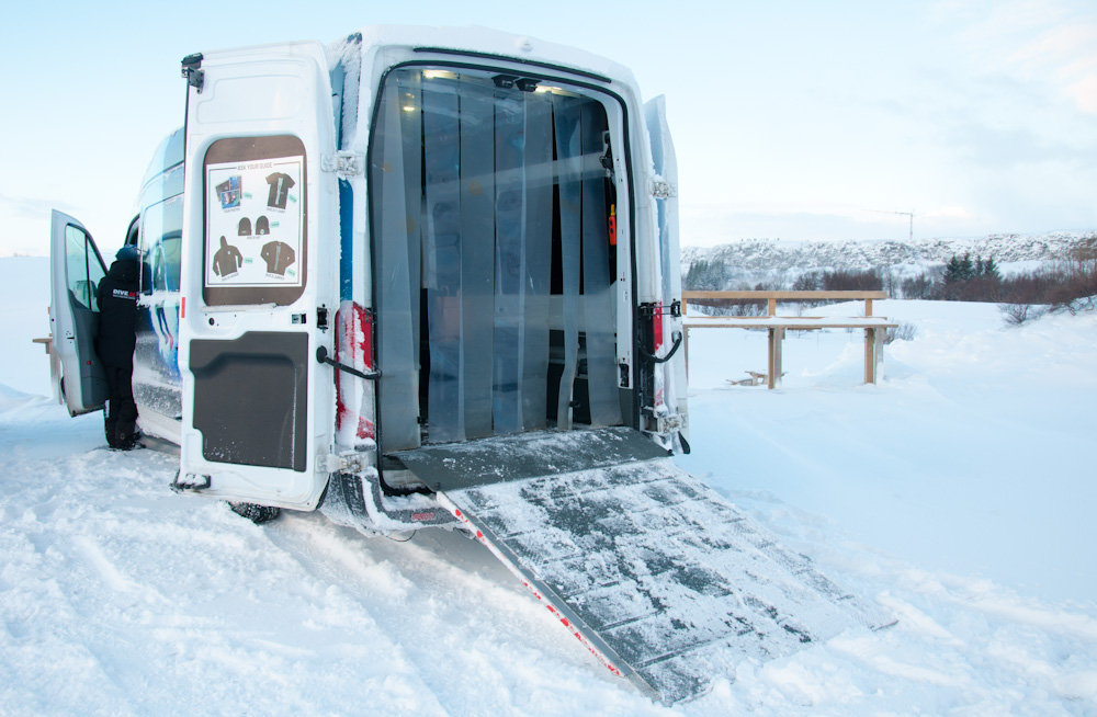 Mobile Changing Room for snorkeling tour in Thingvellir National Park
