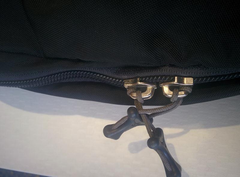 Step 2 - Entangle the zipper tags
